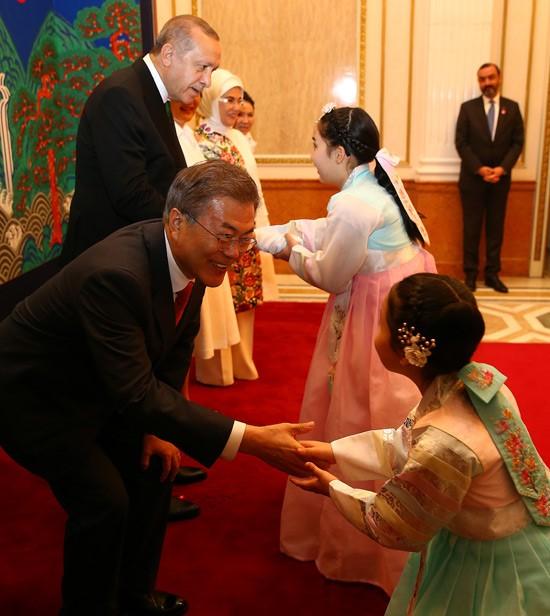 Претседателот Реџеп Тајјип Ердоган престојуваво официјална посета на Јужна Кореја