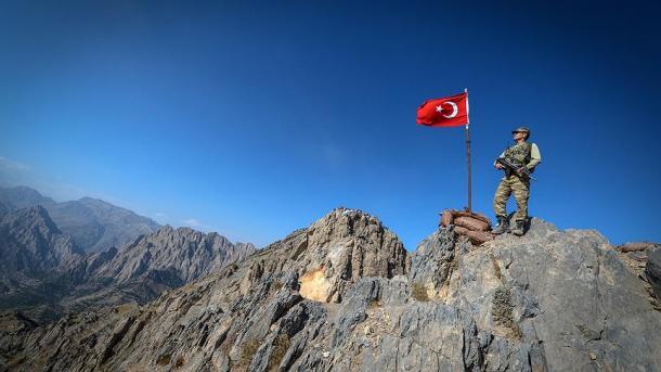 Vazhdojnë operacionet kundër terroristëve, 22 të neutralizuar dhe qindra të tjerë të arrestuar | TRT  Shqip