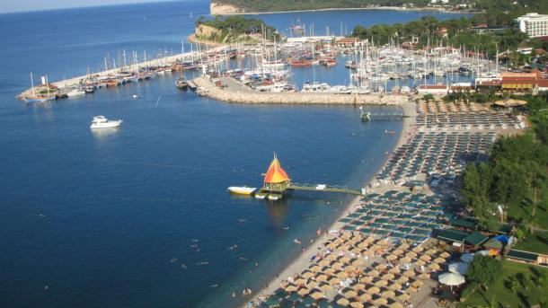 Azur Air планирует начать чартерную программу в Турцию 3 сентября