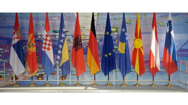 Koment - Dilema e Brukselit për Ballkanin Perëndimor   TRT  Shqip