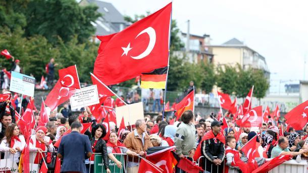 Erdogan okupljenima na Mitingu u Kelnu: Turska je jača nego u jutro 15. jula i bliža ciljevima 2023.