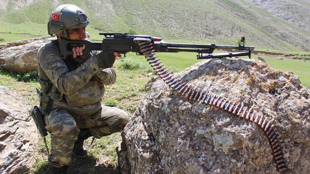 Forcat turke të sigurisë neutralizojnë 28 terroristë, mes tyre edhe një i shumëkërkuar | TRT  Shqip