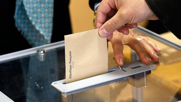 Wahlbeteiligung in Frankreich bis Mittag fast stabil zur ersten Runde
