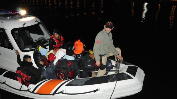 Turska obalna straža u velikoj oluji spasila 66  migranata
