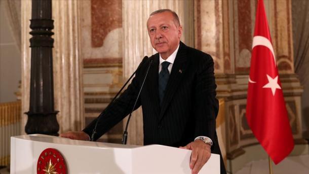 Erdogan takohet me përfaqësuesit e medias së huaj | TRT  Shqip