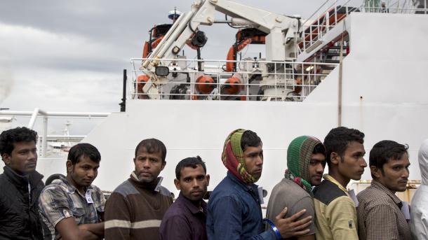 U Nigeriji potonuo brod nakon što je zakačio u veliko stablo