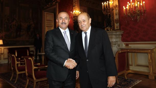Ministri i Punëve të Jashtme, Mevlut Çavusoglu takon homologun e tij francez Le Drian | TRT  Shqip