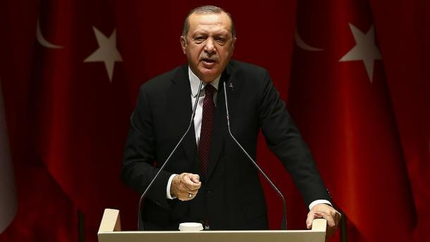 Erdogani i tregon vendin Francës | TRT  Shqip