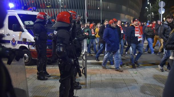 VIOLENCIA: ¡Muere policía en el Athletic-Spartak!