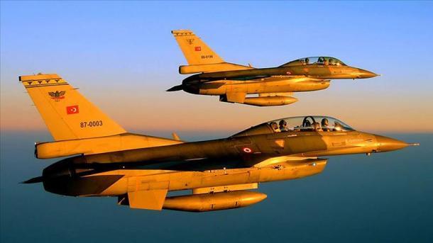 Operacionin ajror në veri të Irakut, ushtria turke shkatërron dhjetëra objektiva të PKK-së   TRT  Shqip