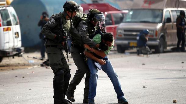 Ushtria izraelite përdor plumba të vërtetë ndaj protestuesve palestinezë | TRT  Shqip