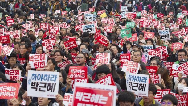 ВСеуле около млн. человек вышли наакцию протеста