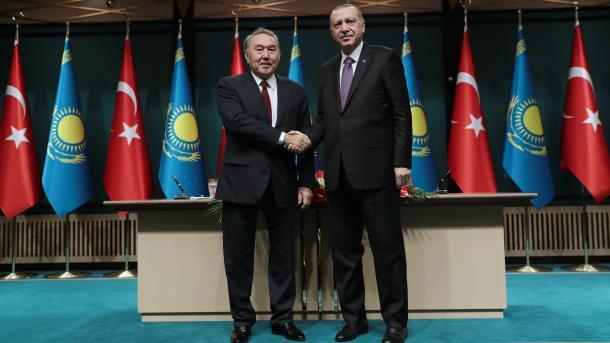 رئيس الجمهورية أردوغان يعقد مؤتمراً صحفياً مشتركاً مع نظيره الكازاخستاني   TRT  Arabic