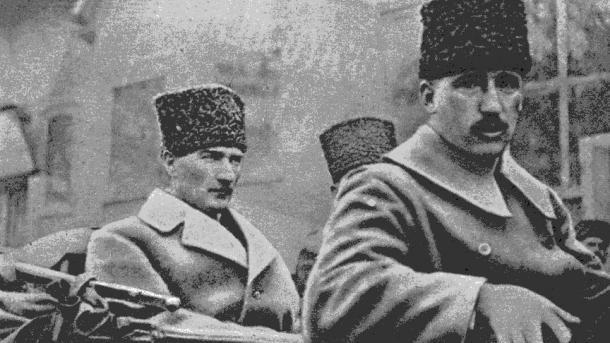 FAT publikojnë një video me rastin e 10 Nëntorit, Ditës Përkujtimore të Ataturkut | TRT  Shqip