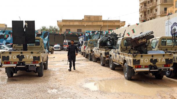 Libi – Forcat e qeverisë kapin rob 20 ushtarë të Haftarit   TRT  Shqip
