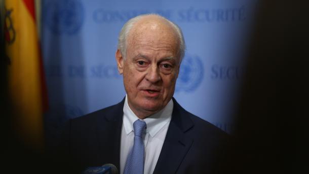 Regierung und Opposition bei Syriengesprächen in einem Raum