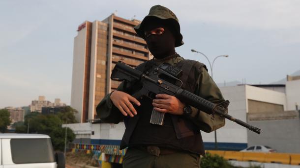 Qeveria e Venezuelës bën përpjekje për zmbrapsjen e tentativës për grusht shtet | TRT  Shqip