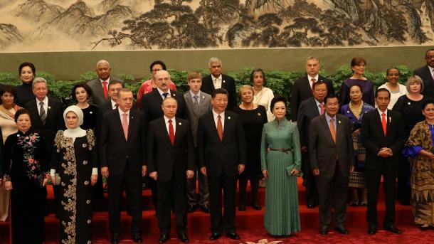 Macri firma acuerdos con su par chino por U$S15 mil millones