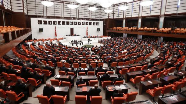 Парламент Турции продлил режимЧП натри месяца