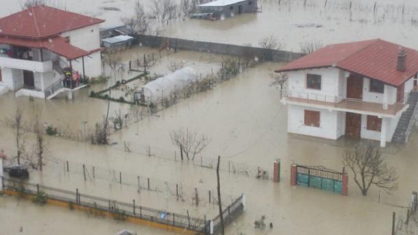 Bosnjë-Hercegovina dërgon 50 tonë drithëra për përballimin e përmbytjeve në Shqipëri | TRT  Shqip