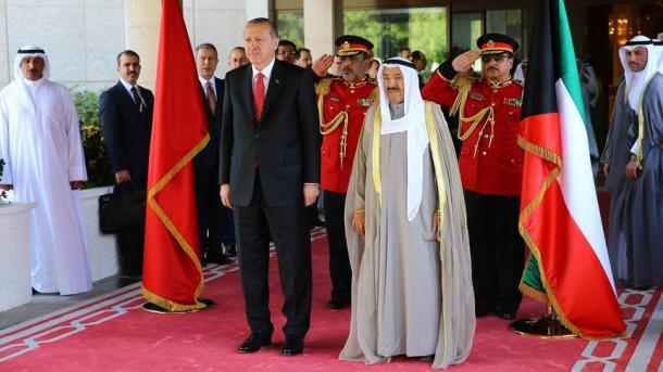 Presidenti Erdogan pritet me ceremoni të lartë shtetërore në Kuvajt | TRT  Shqip