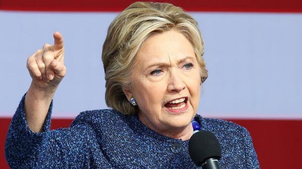 Le directeur du FBI a miné sa campagne — Hillary Clinton