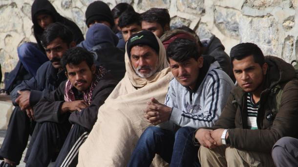 Turqi - Ekipet e xhandarmerisë ndaluan 136 emigrantë të paligjshëm | TRT  Shqip