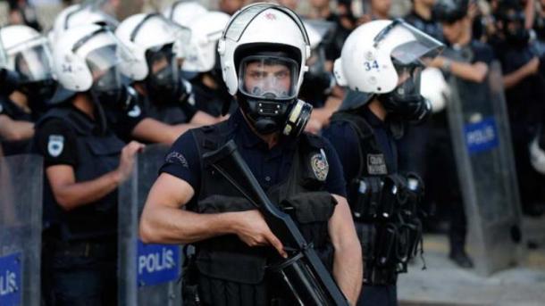Policia turke arreston 201 të dyshuar për planifikim sulmesh terroriste natën e Vitit të Ri | TRT  Shqip
