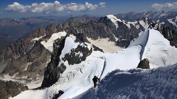 Un alpiniste fait une chute mortelle au Pic du Midi d'Ossau — Pyrénées