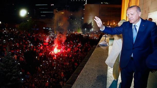 Erdogan falënderon popullin që e nxori të parën partinë e tij | TRT  Shqip