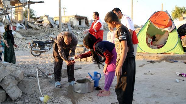 ارتفاع عدد ضحايا زلزال العراق – ايران الى 530 شخصا   TRT  Arabic