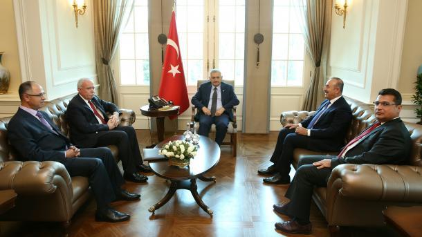 Yildirim i Čavušoglu se sastali sa ministrom vanjskih poslova Palestine Riadom al-Malkijem