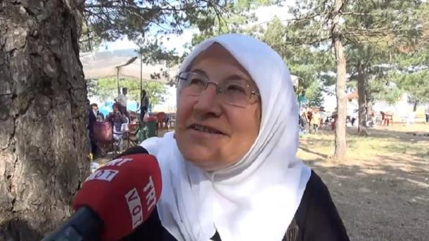 "Törkiyädän tatar äbise: ""Telebez betä dip qurqıp toram"" | TRT  Tatarça"