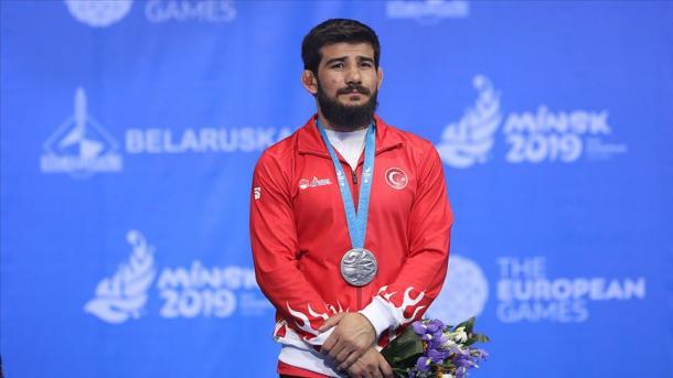 土耳其摔跤手夺得欧运会银牌 | 三昻体育