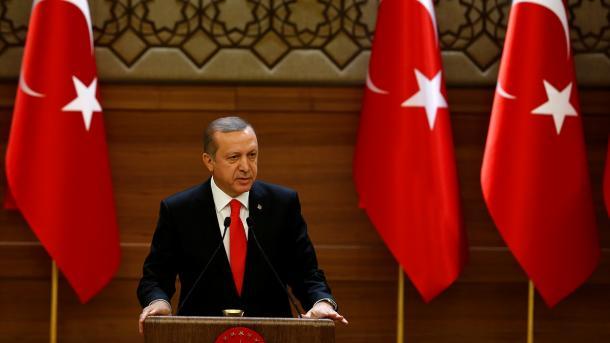 Erdogan sufre un desmayo en una mezquita en el final de ramadán