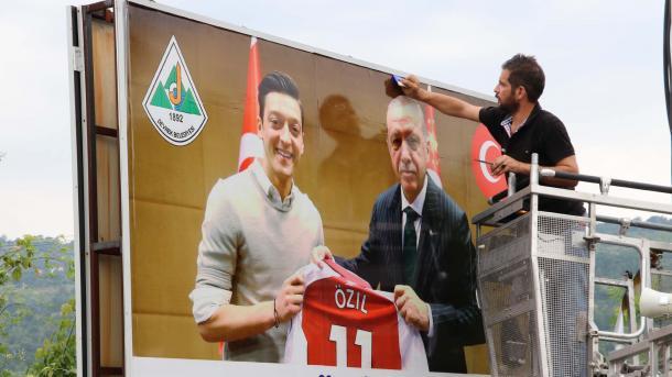 土裔德籍足球名将离开德国队 其家乡全力支持 | 三昻体育