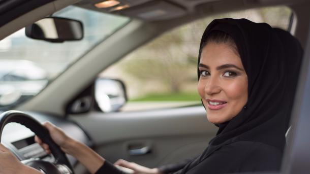 沙特开始允许女性进入体育场 但提出了条件 | 三昻体育官网