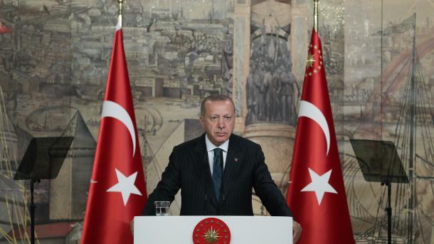 Erdogan: ShBA-ja të mendohet mirë para se ti vendosë sanksione Turqisë | TRT  Shqip
