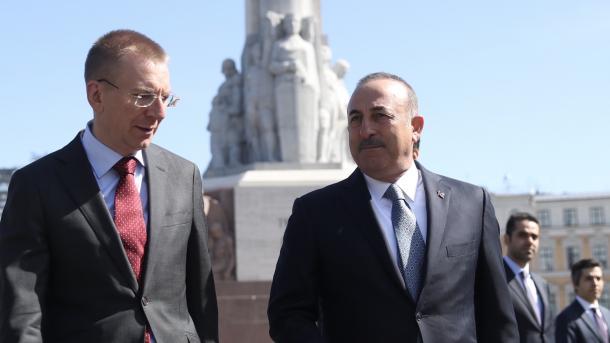 Çavusoglu: Sistemet ruse S-400 do të kontrollohen nga Turqia | TRT  Shqip