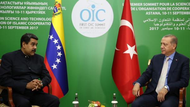 Maduro se reúne con Erdogan durante una visita a Kazajistán