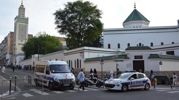Des têtes de porc accrochées sur un futur lieu de culte musulman à Genlis — France