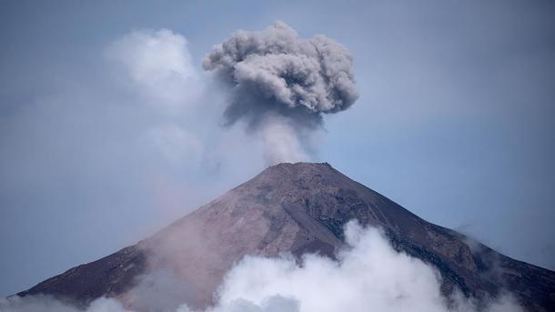 Reanudaron la búsqueda de los desaparecidos por la erupción del volcán Fuego