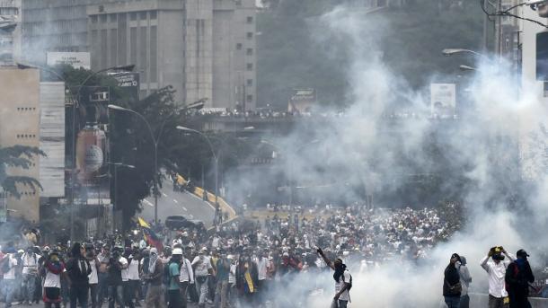 Un militar muere y suman tres los fallecidos en protestas — Venezuela