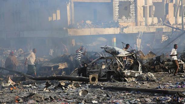 Πολύνεκρη επίθεση με παγιδευμένα οχήματα στη Σομαλία   TRT  Ελληνικά