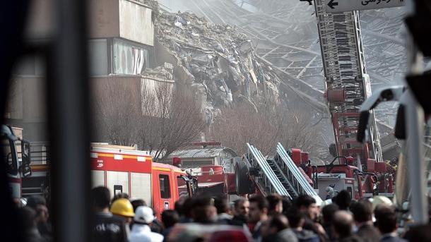 30 bomberos muertos y 75 heridos tras derrumbe de edificio en Teherán