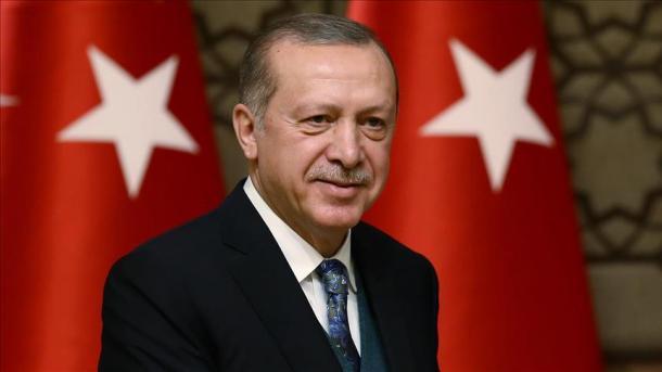 Необъятный президент: мужчина попытался обнять Эрдогана, охрана среагировала моментально