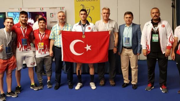 土耳其举重健将成为欧洲季军   三昻体育