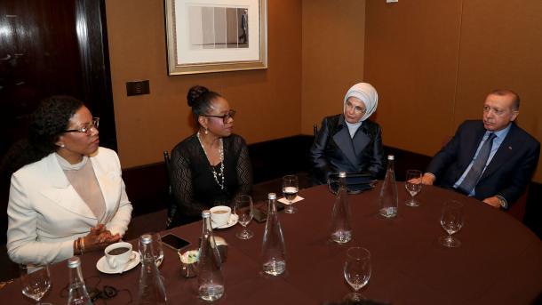 Erdogan priti në takim vajzat e Malcolm X | TRT  Shqip