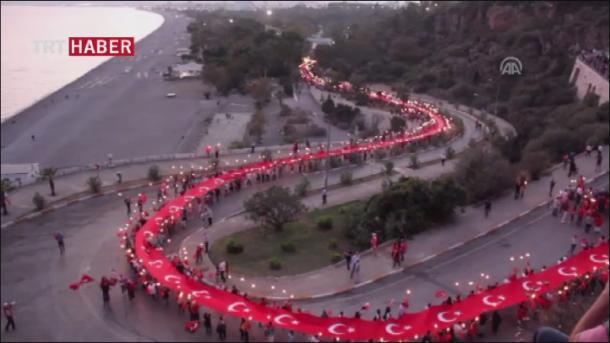 Turska zastava duga 300 metara (VIDEO)