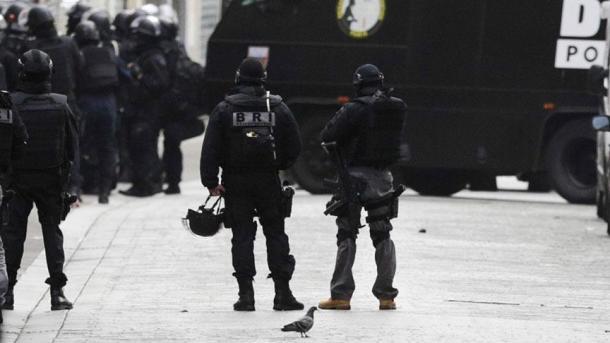 Geiselnahme in Paris: Person mit Benzin bespritzt
